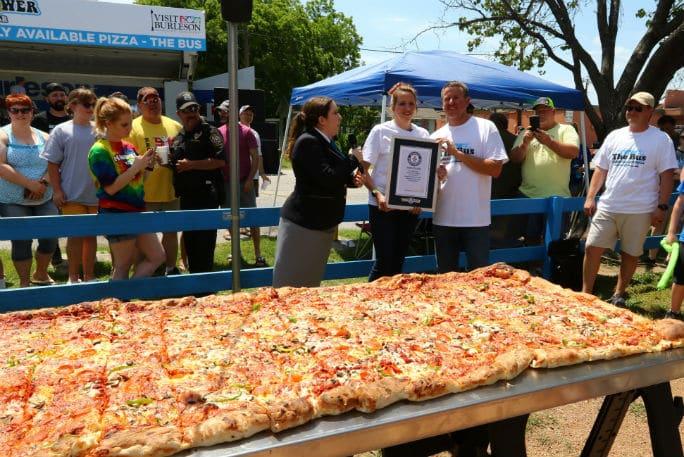 Регистрация пиццы для Книги Рекордов Гиннеса
