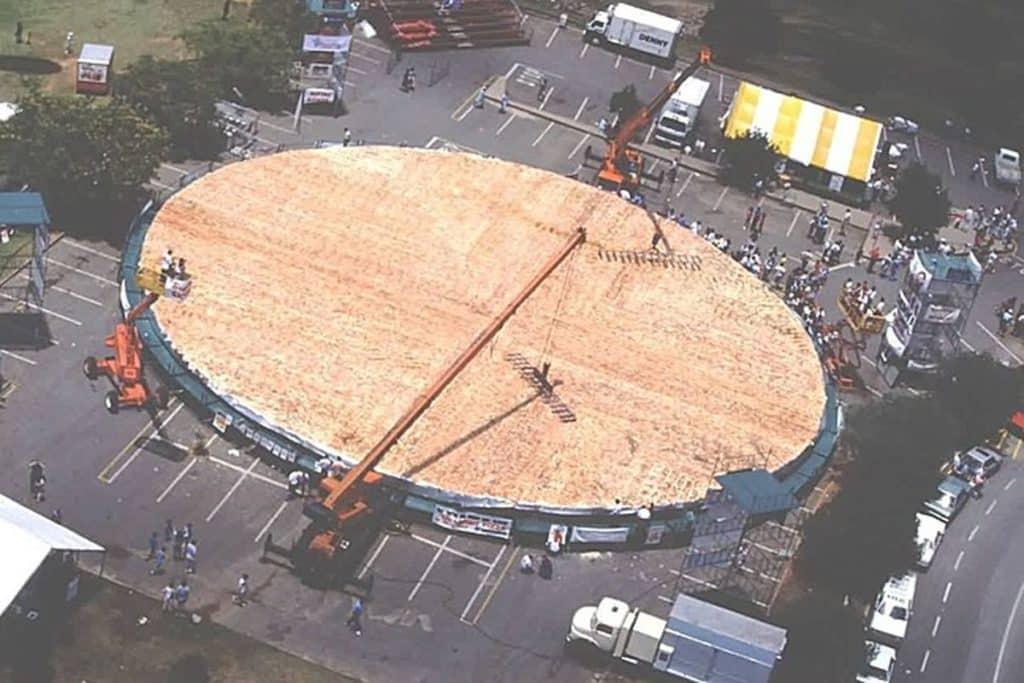 Самая большая пицца в мире, котрую сделали в городе Нортвуд