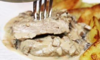 рецепт свиные отбивные с луком и грибами