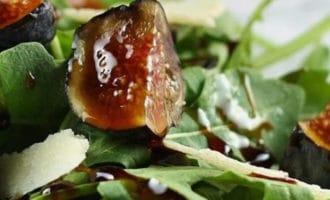 салат с инжиром и руколлой