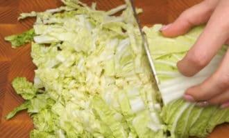 шинкуем пекинскую капусту