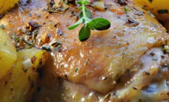 рецепт куриные бедра в духовке с картошкой