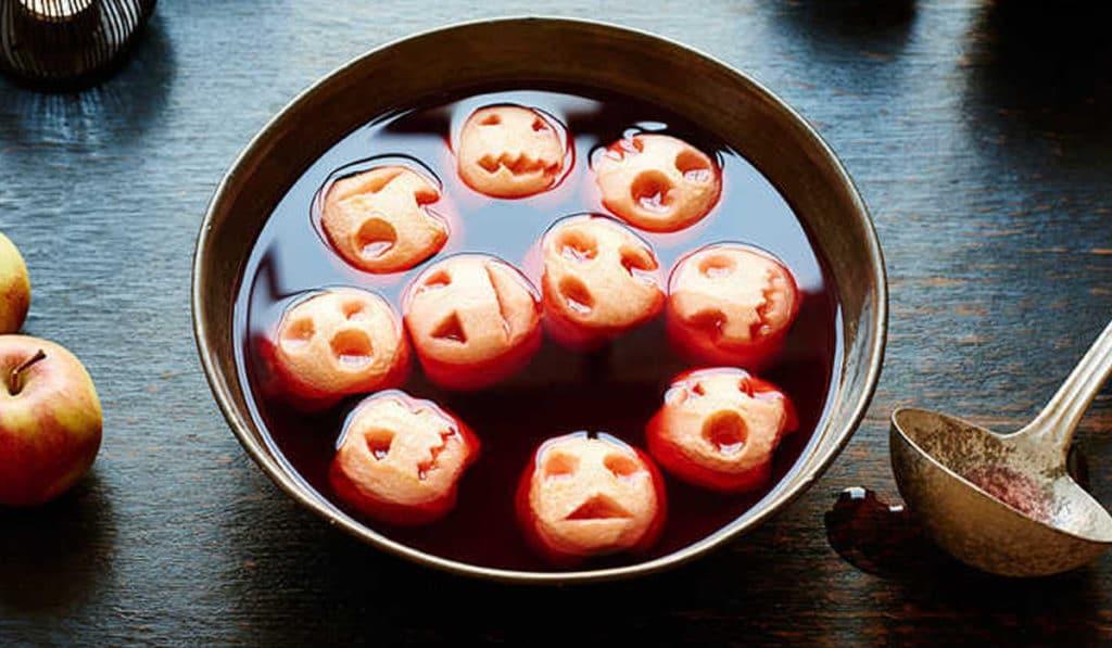 Глинтвейн с яблочными головами