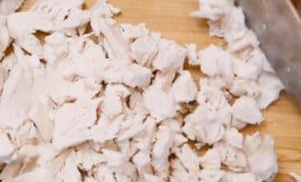 нарезанная отварная курица