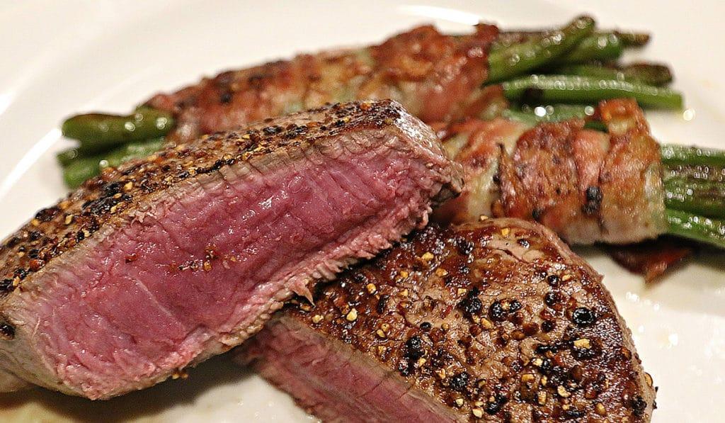 Недожаренное мясо при беременности