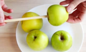 яблоки для карамели