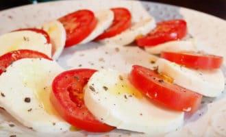помидоры с моцареллой