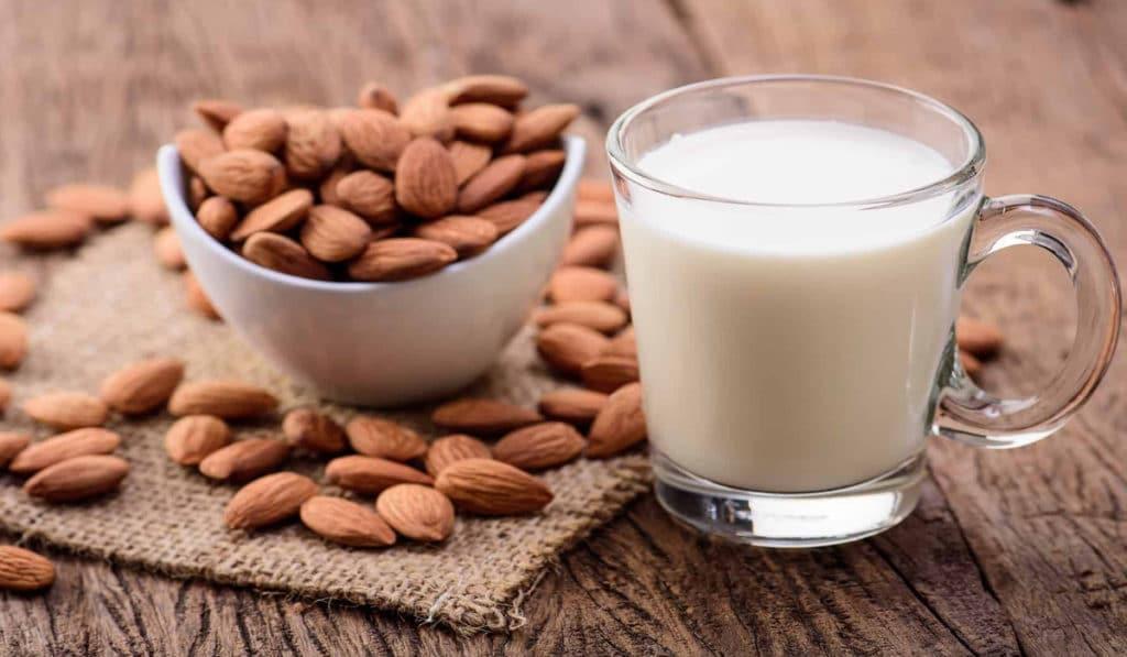 Вкус и калораж миндального молока