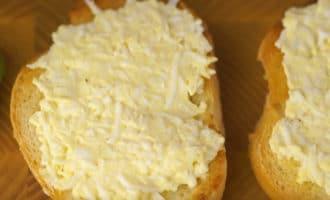 Бутерброды смазанные яичной массой