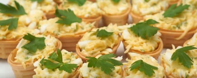 Корзинки с сыром и яйцами рецепт