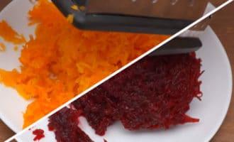 Натёртые свекла и морковь