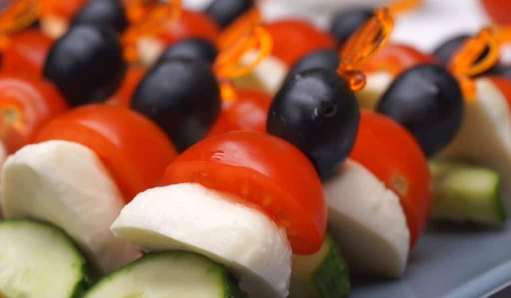 Шпажки из овощей и сыра моцарелла