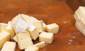 Сыр Бри кубиком