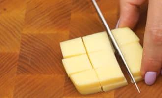 Сыр нарезанный кубиками