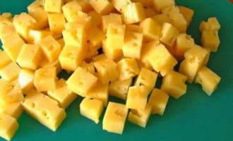 Сыр с орехами кубиком