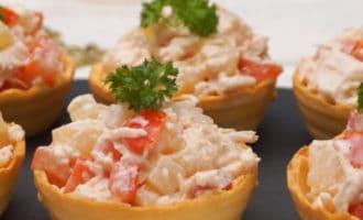 Тарталетки с ананасом и курицей рецепт
