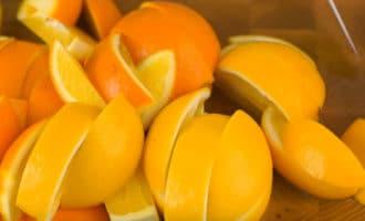 Нарезанные апельсины и лимоны