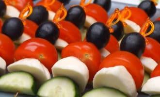 Закуска из овощей и сыра моцарелла рецепт