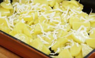 картошка с натертой брынзой