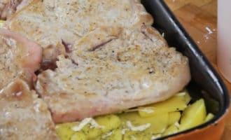 мясо с картошкой на противне