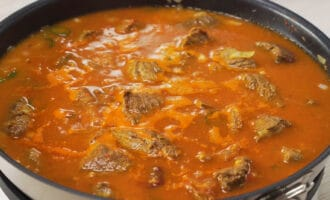 говяжье мясо в мясном бульоне