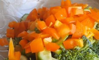 Нарезанный перец в салате