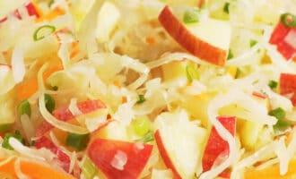 немецкий салат из квашеной капусты с яблоками рецепт