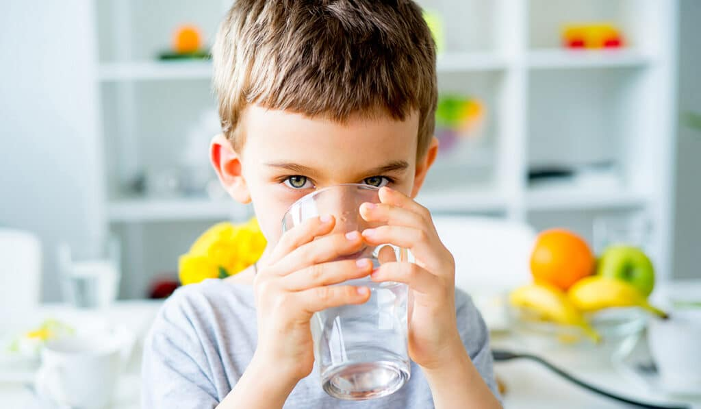 Сколько воды нужно пить детям