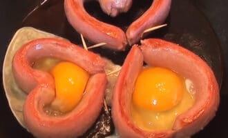Сосиски с яйцами