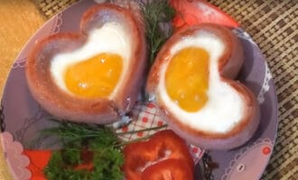 Яйца с сосисками в форме сердечек