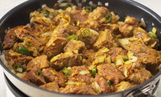 жарка маринованного мяса для виндалу