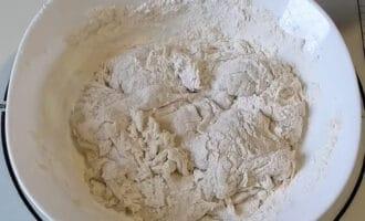 приготовление теста для булочек жаворонки