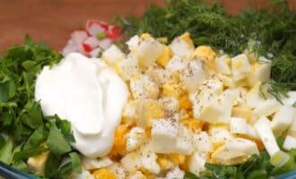 Салат из редиса в миске