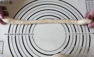 тесто раскатаное в жгутик
