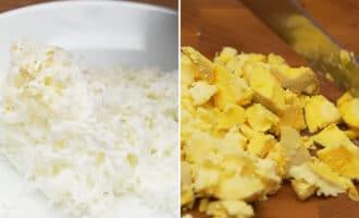 нарезанный белок и желток