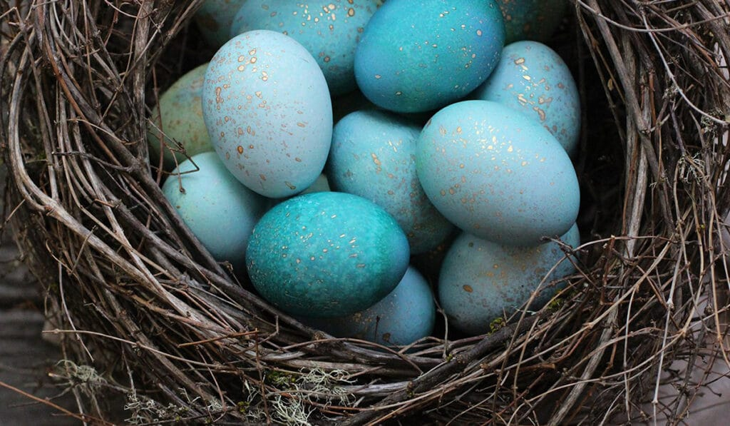 Пасхальные яйца с золотыми каплями