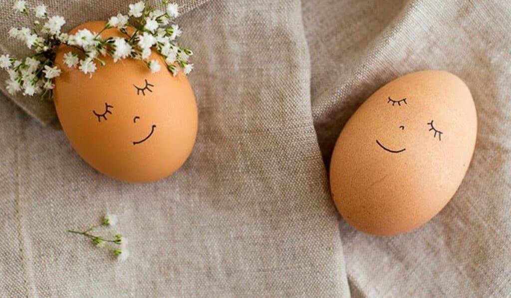 Пасхальные яйца в веночках