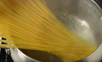 спагетти в кипятке