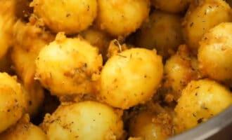 Картофель со специями и сухарями