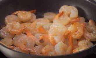 Креветки на сковороде