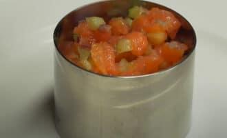 Салат в кулинарном кольце