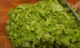 Листья салат измельченные