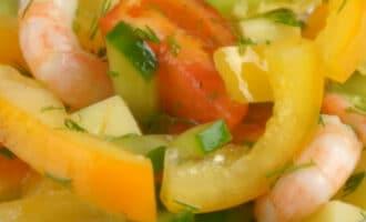 Простой салат с креветками без майонеза