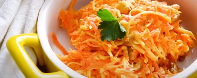 Салат из свежей моркови с сыром
