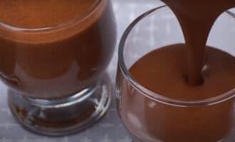 Шоколадный десерт в формах