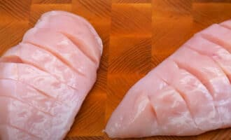 Куриное филе с надрезами
