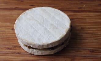 Сыр бри с начинкой