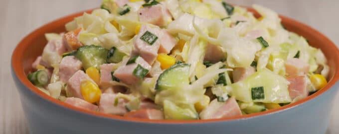 Салат из капусты с ветчиной