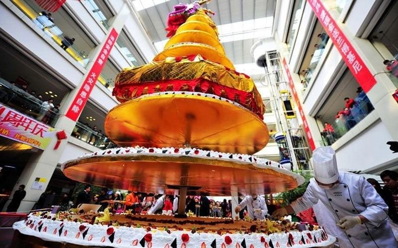 Самый высокий в мире торт