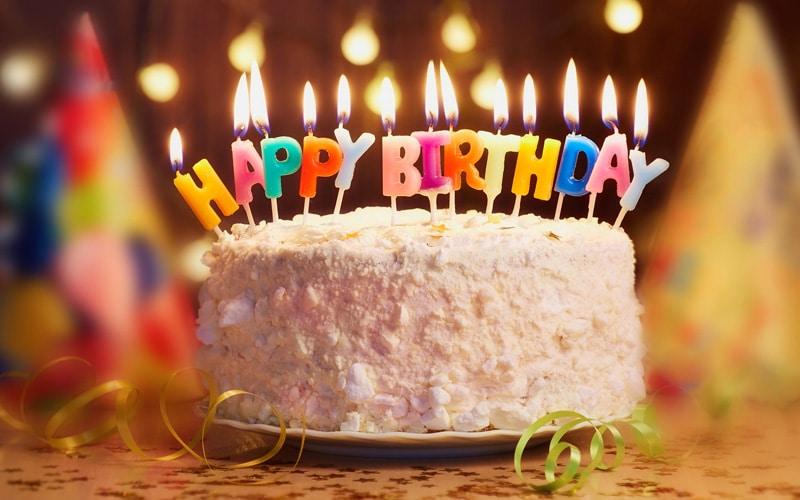Торт и празднование дня рождения